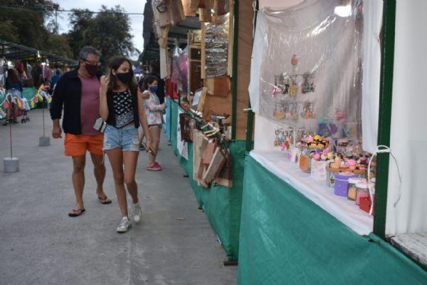 Feria Artesanal en Mar del Tuyú - Plaza de las Provincias